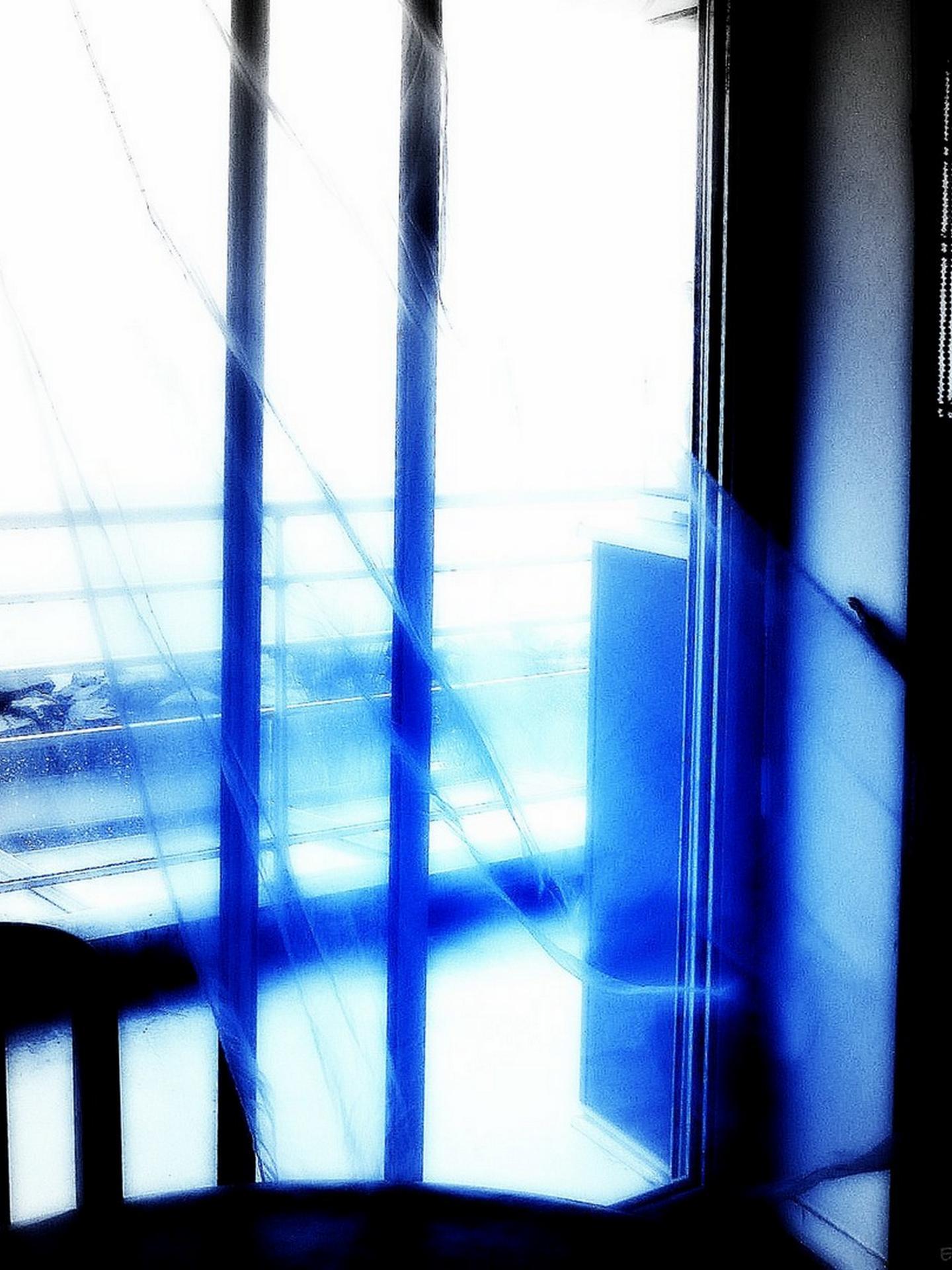 Le voile bleu ...