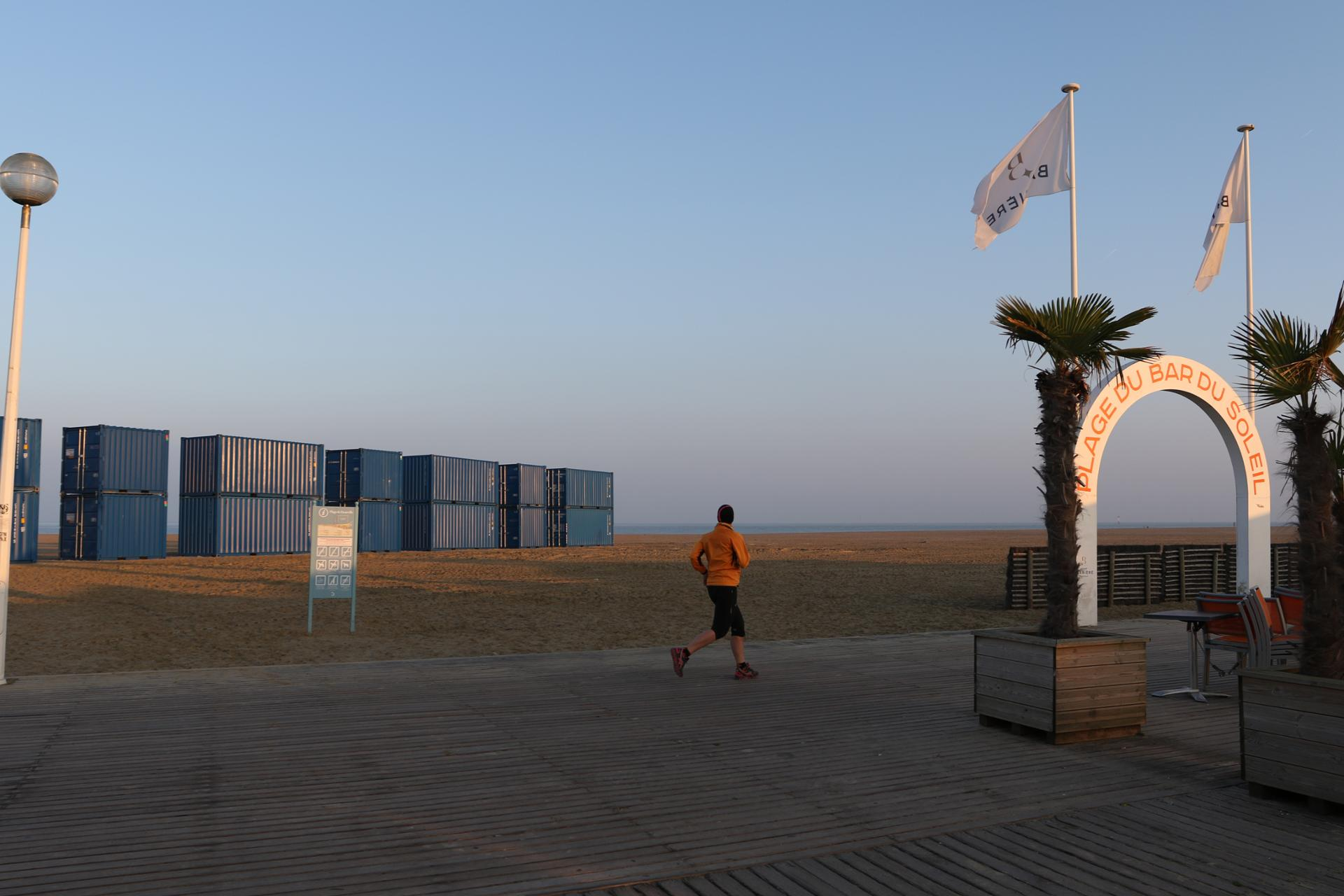 TB-PLANCHES VUE CONTAINER PLAGE JOGGING DEAUVILLE-001-.JPG