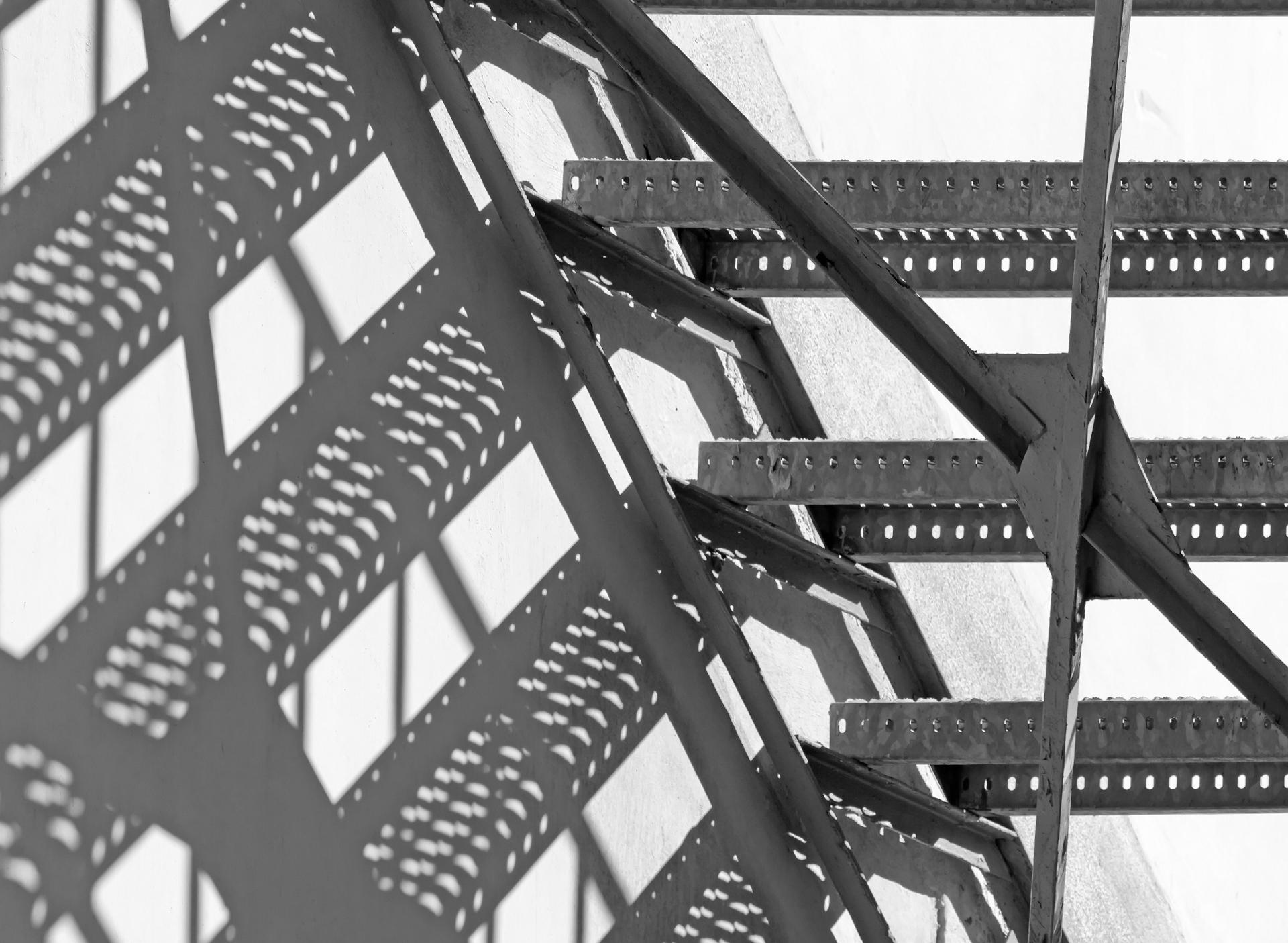 Escalier métallique jeu d'ombre