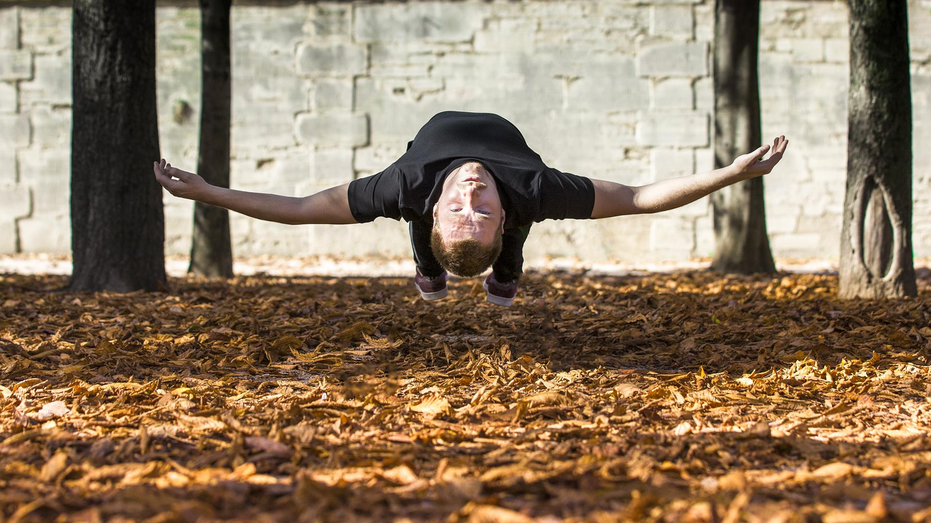 Hugo en automne levitation
