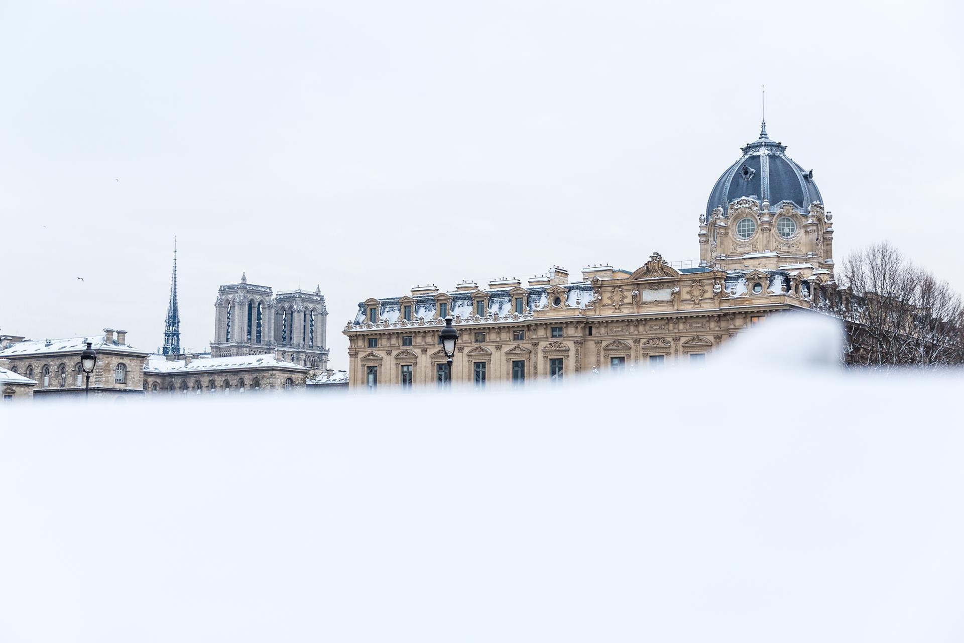 notre dame de Paris sous la neige!