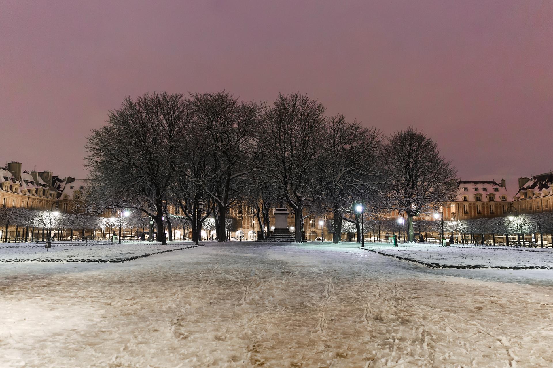 Place des Vosges sous la neige