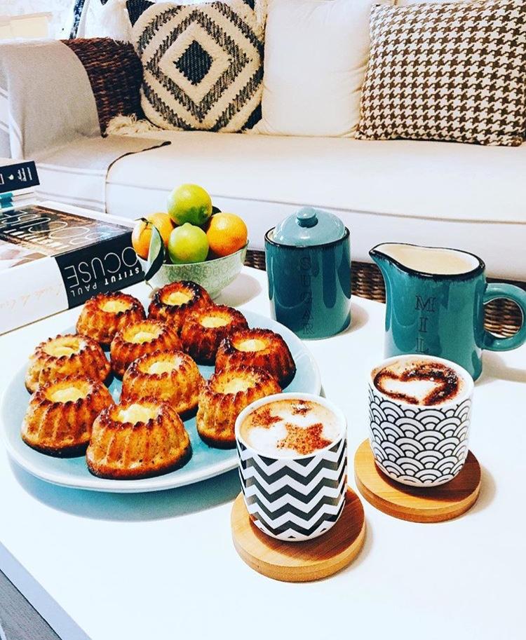 Café latte et gourmandises maison
