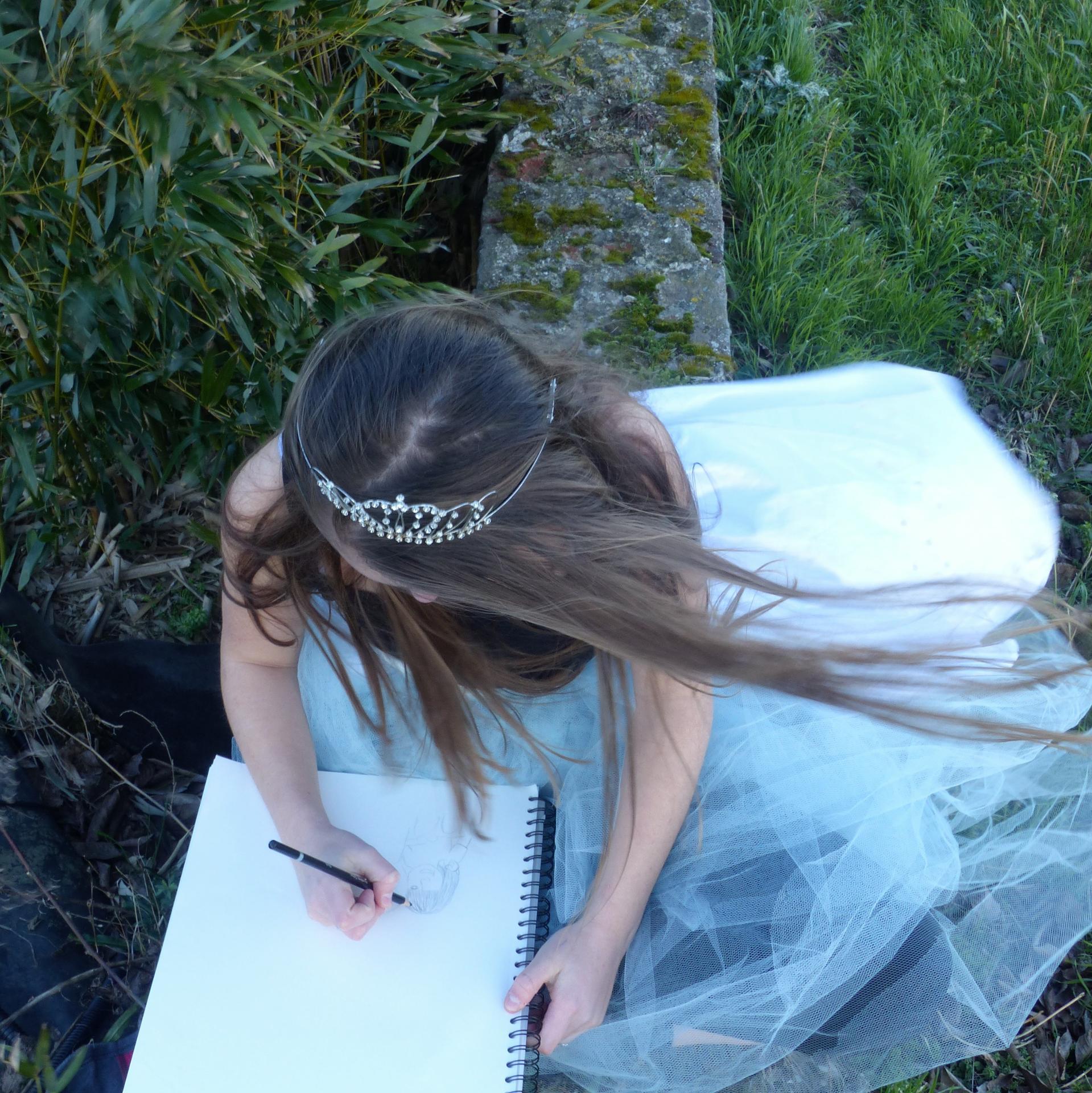 Une princesse dessinant la vie