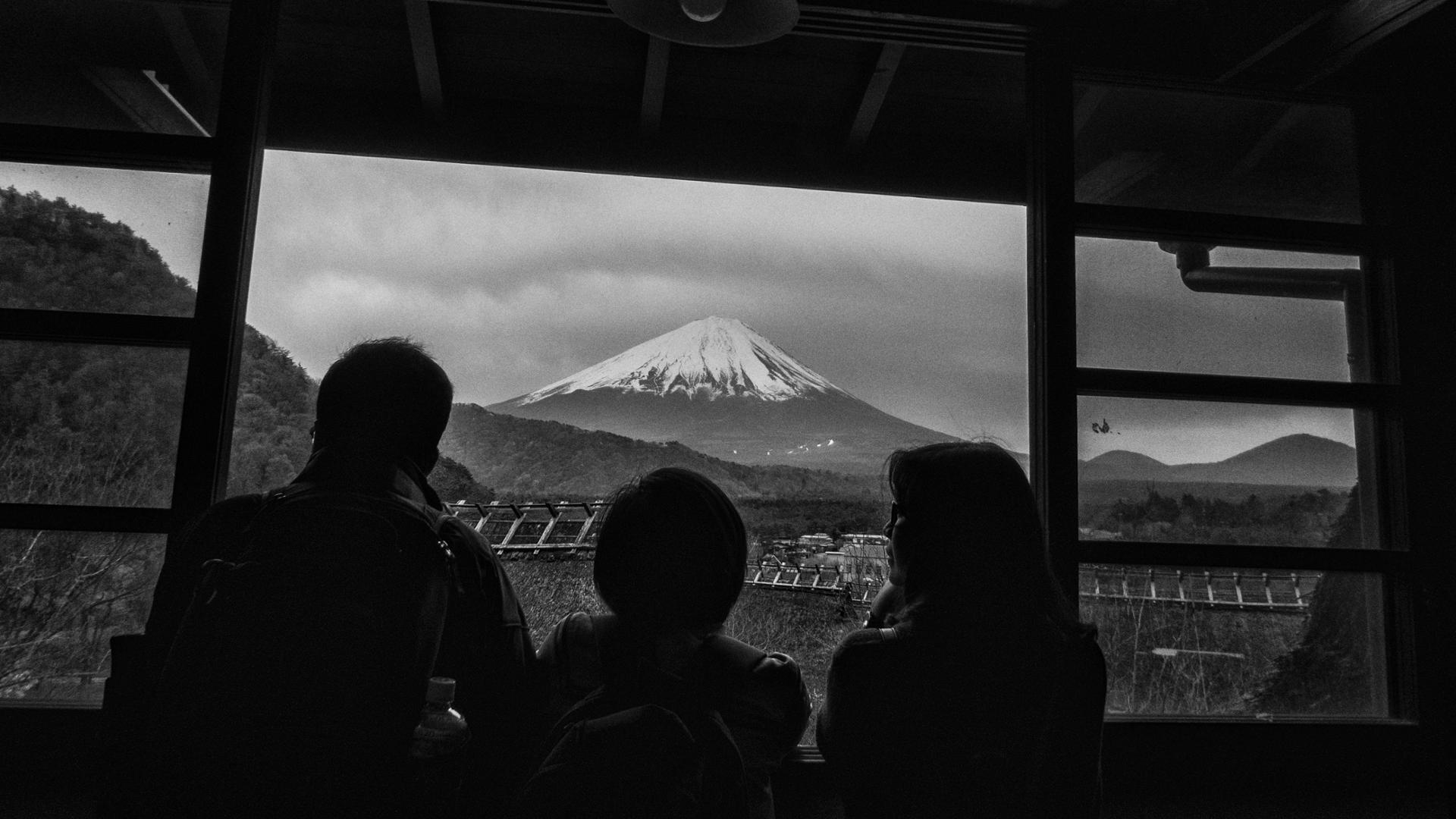 Famille admirant le Mont Fuji