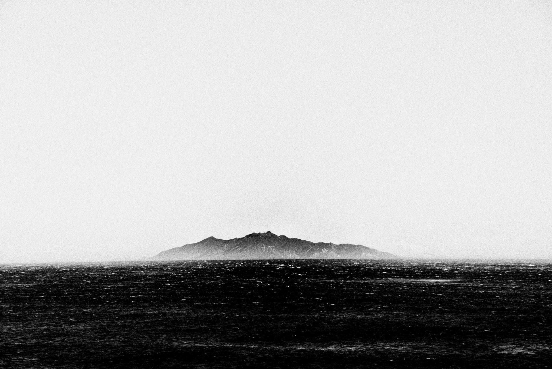 Entre ciel et eau, une île...