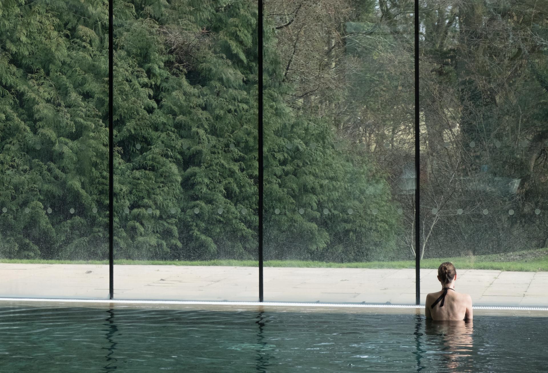 Sirène à la fenêtre - Cowley Manor
