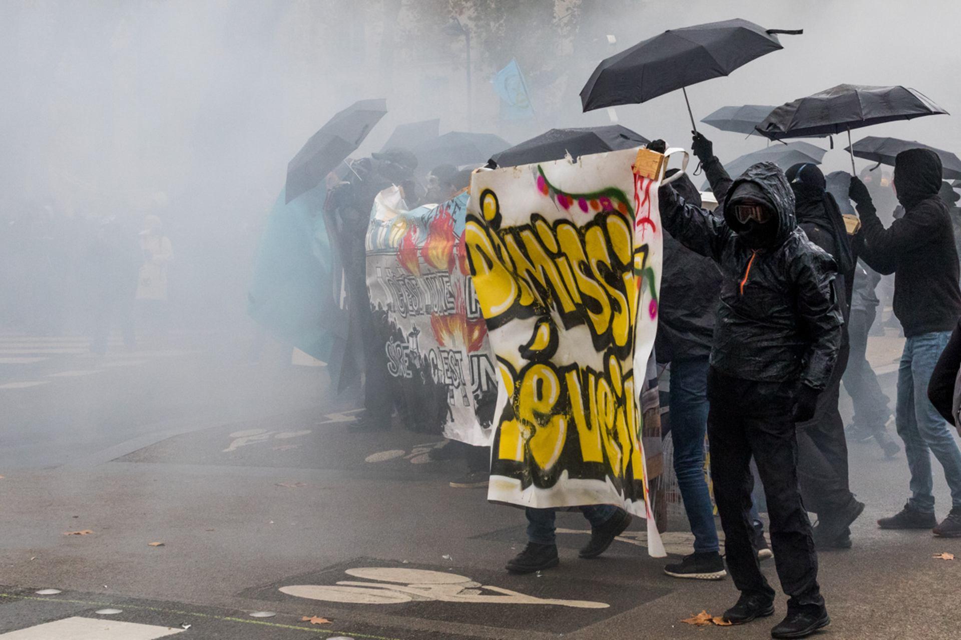 Cortege de black bloc durant la manifestation du 5 decembre, à Nantes