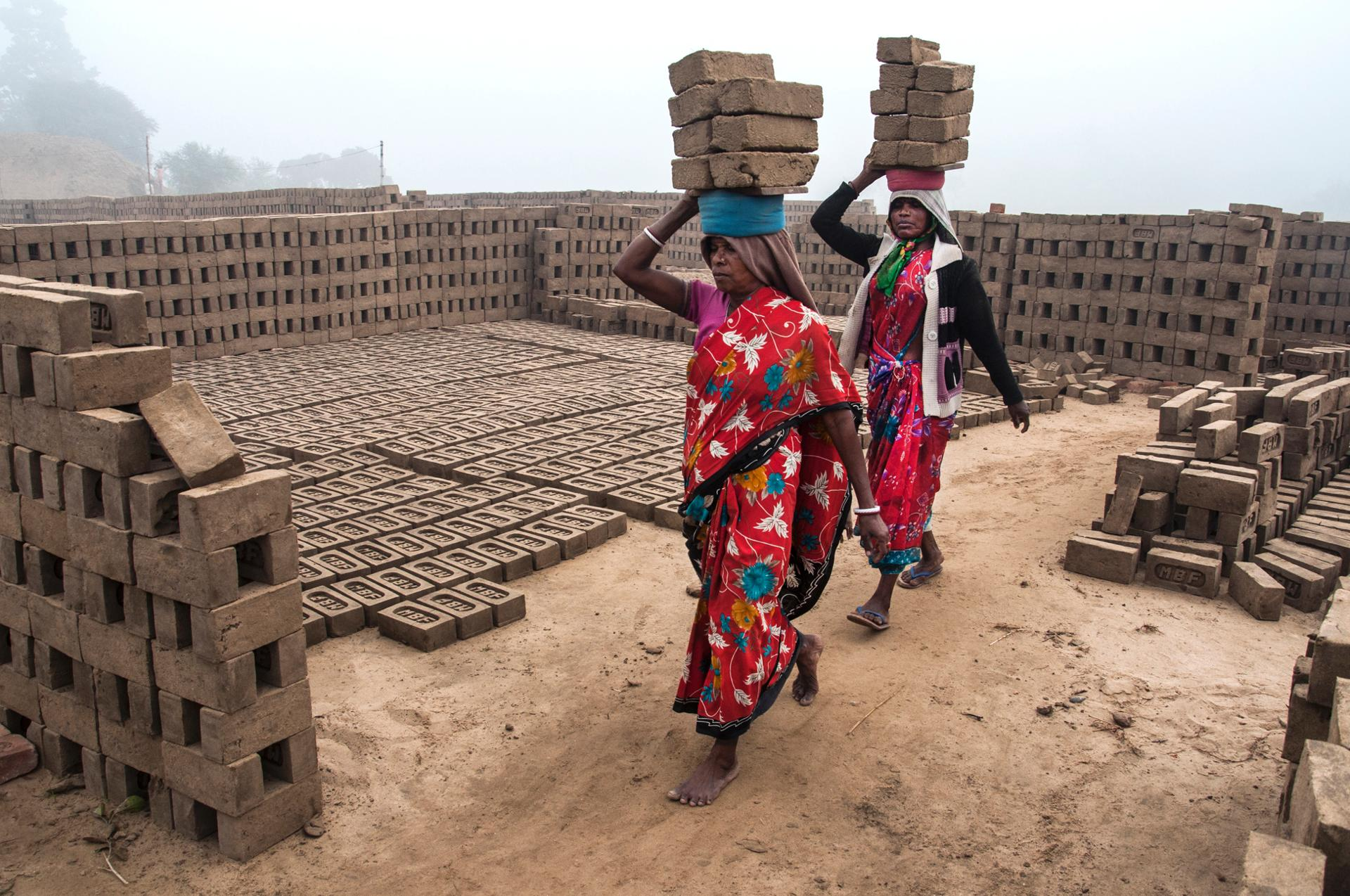 WOMEN LABOR IN THE BRICK FIELD..jpg