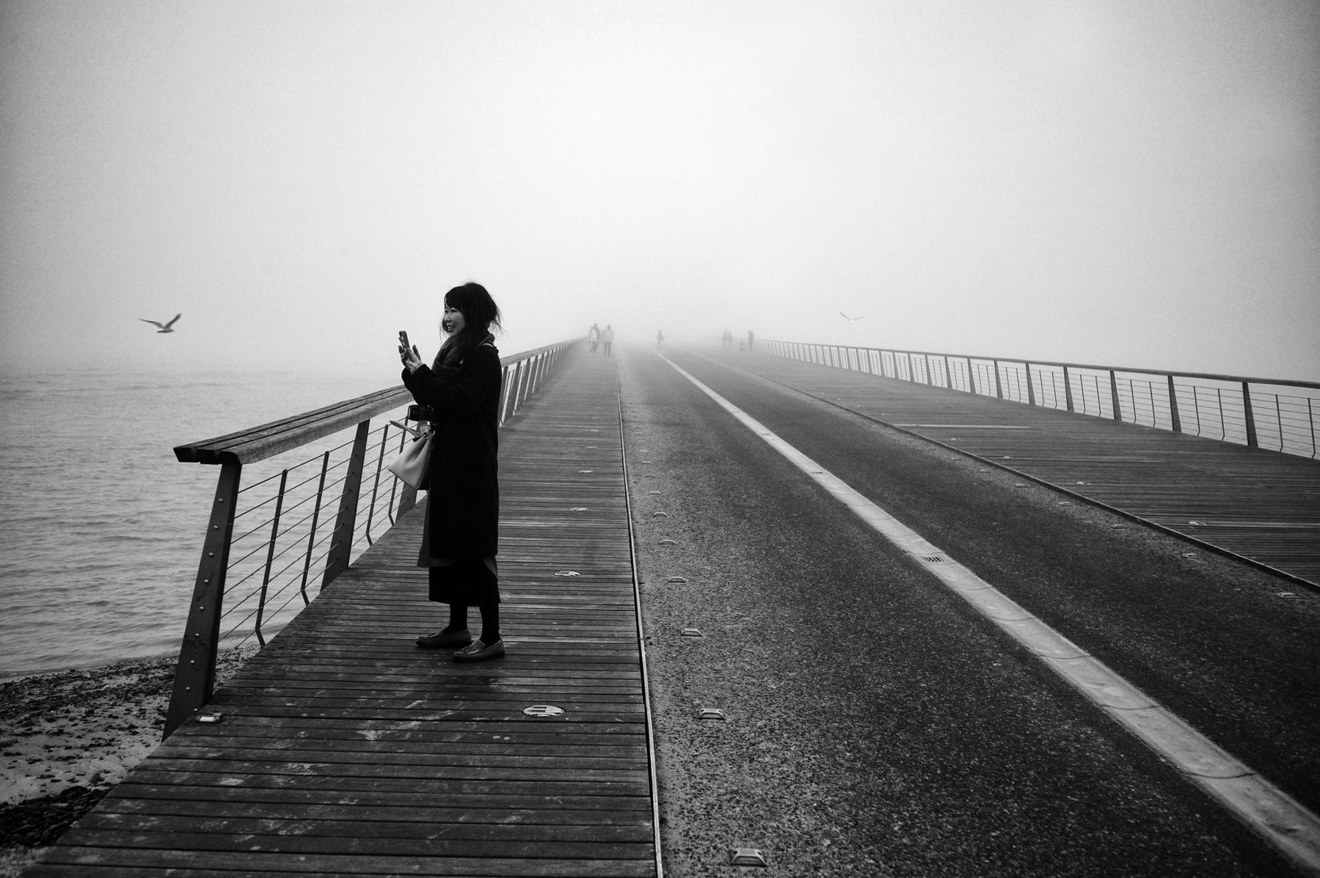 Touriste dans la brume