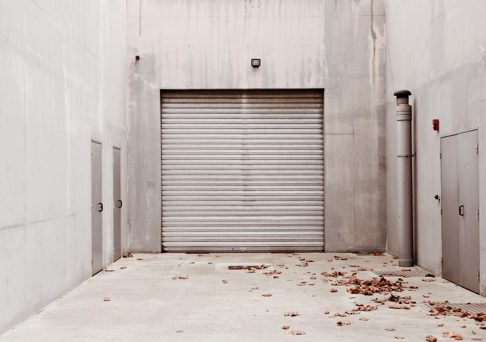 Derrière des portes closes