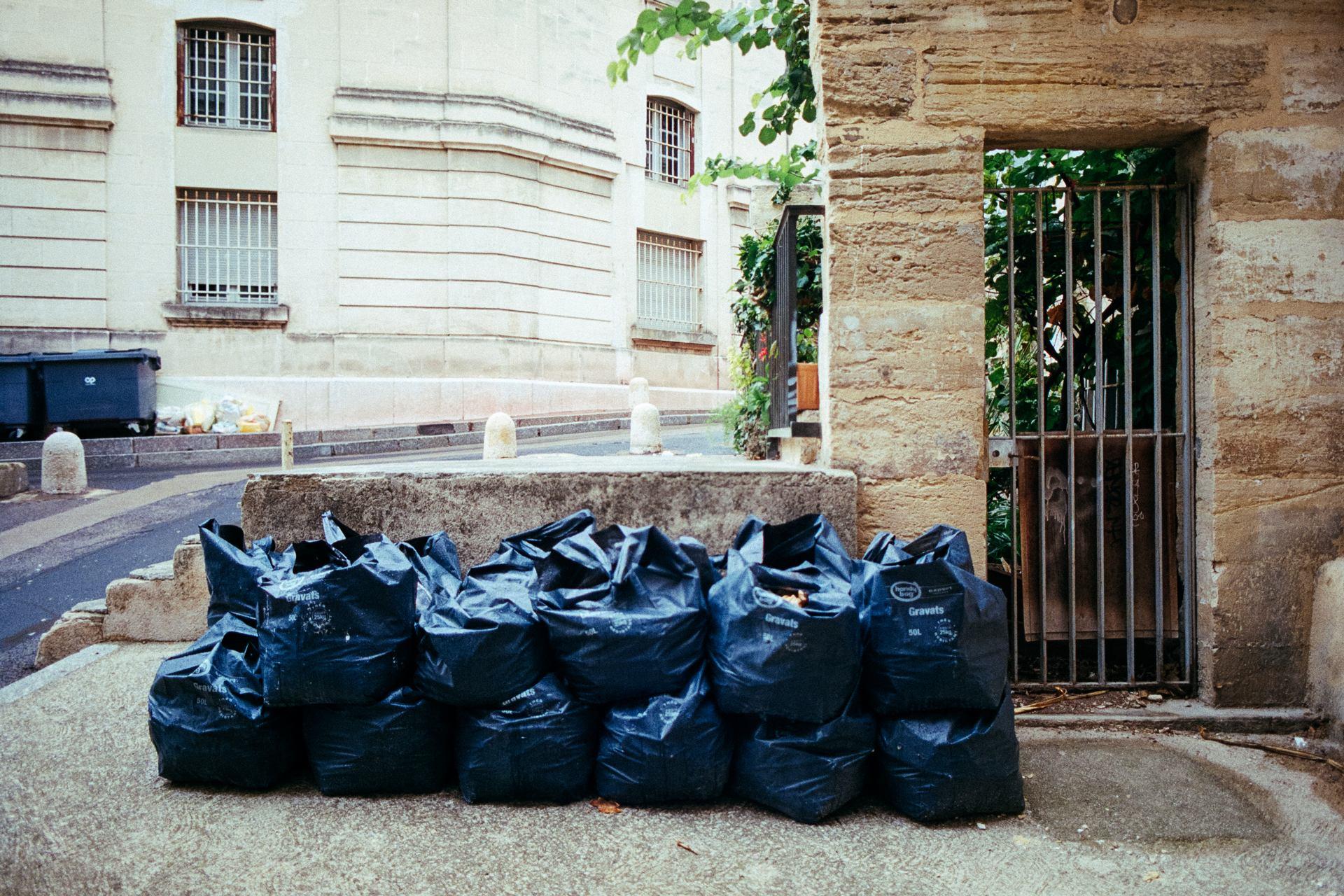 Poubelles, Environs Montpellier, 2012