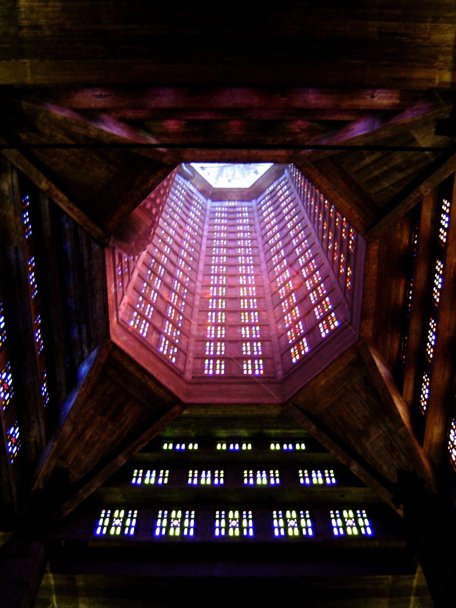 Tour Lanterne & ses 12 768 pièces de verre...