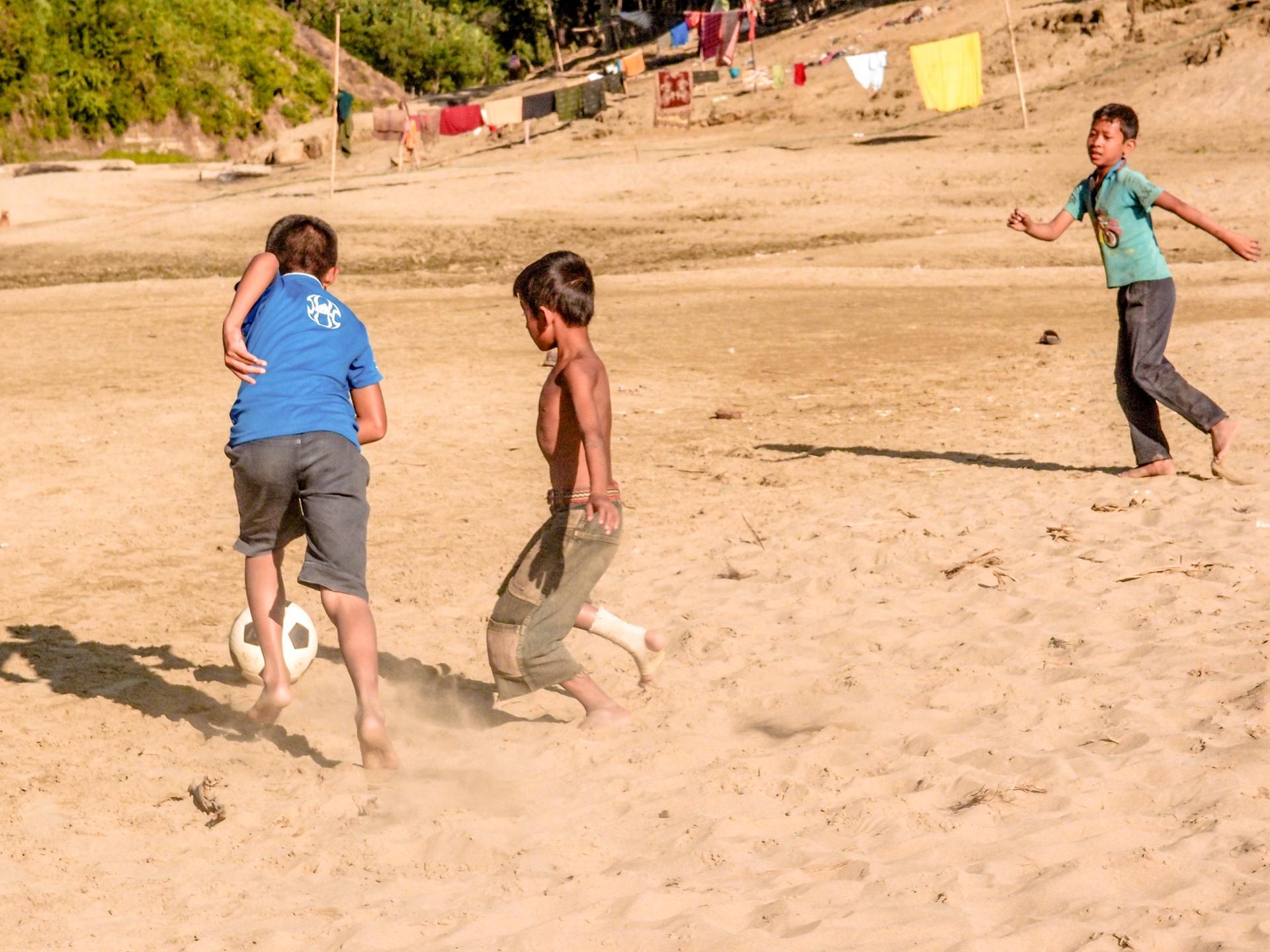 beach foot, bengladesh