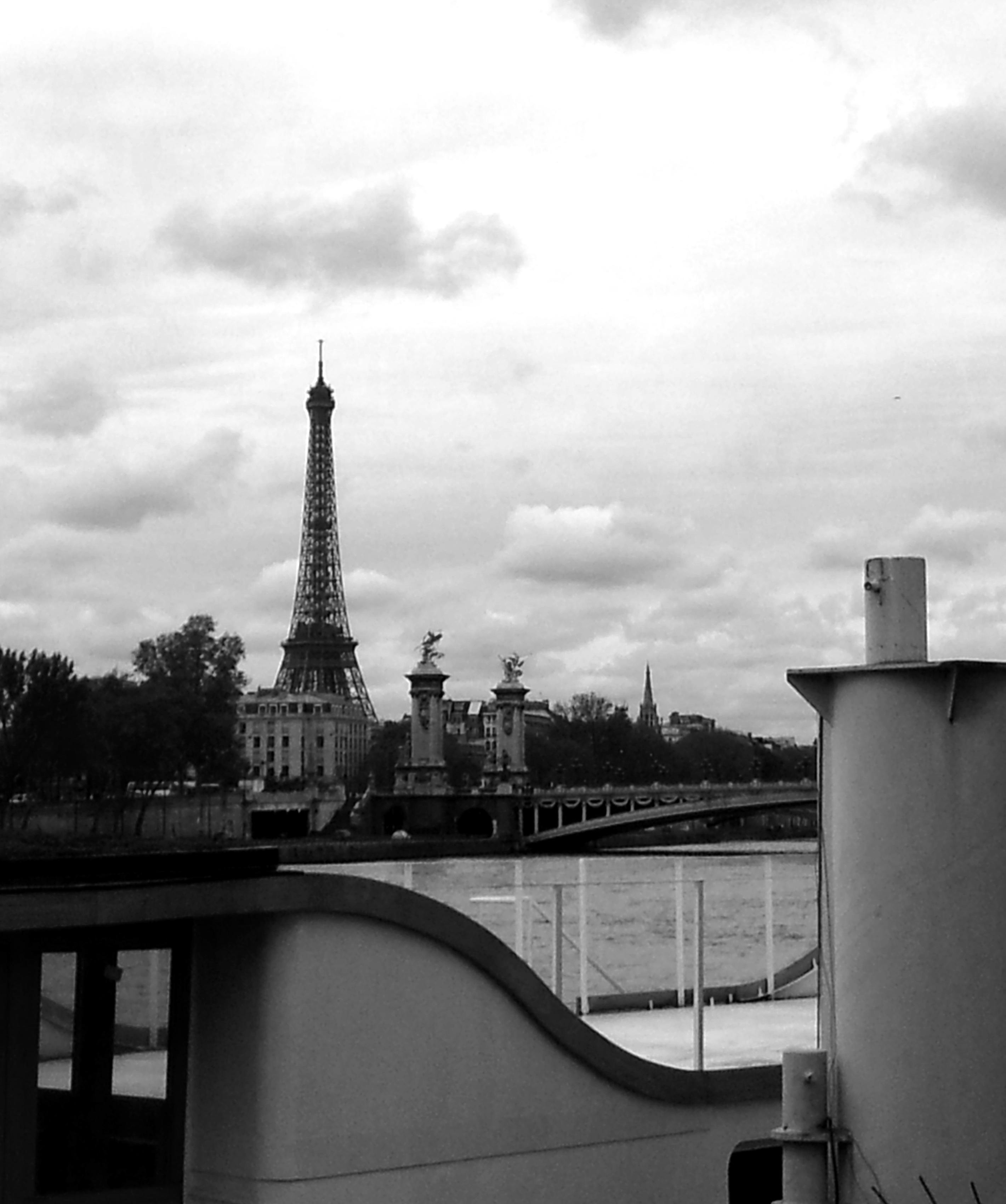 Paris, capitale à la Seine comme à la ville.