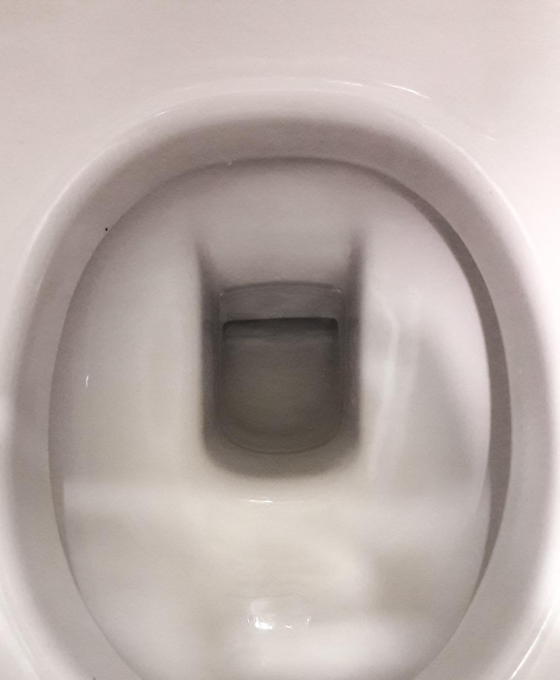 batman va aussi aux toilettes