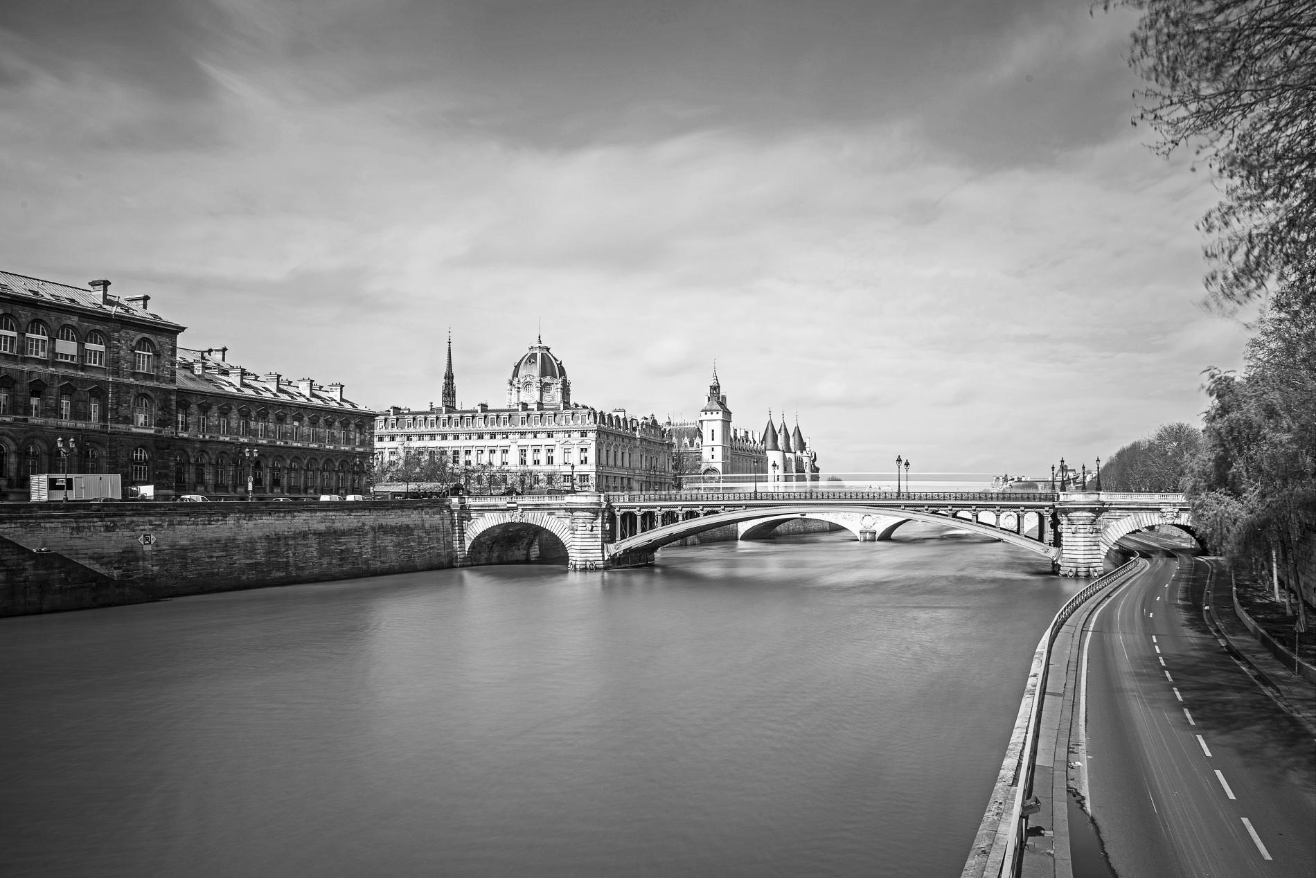 Paisiblement à travers Paris