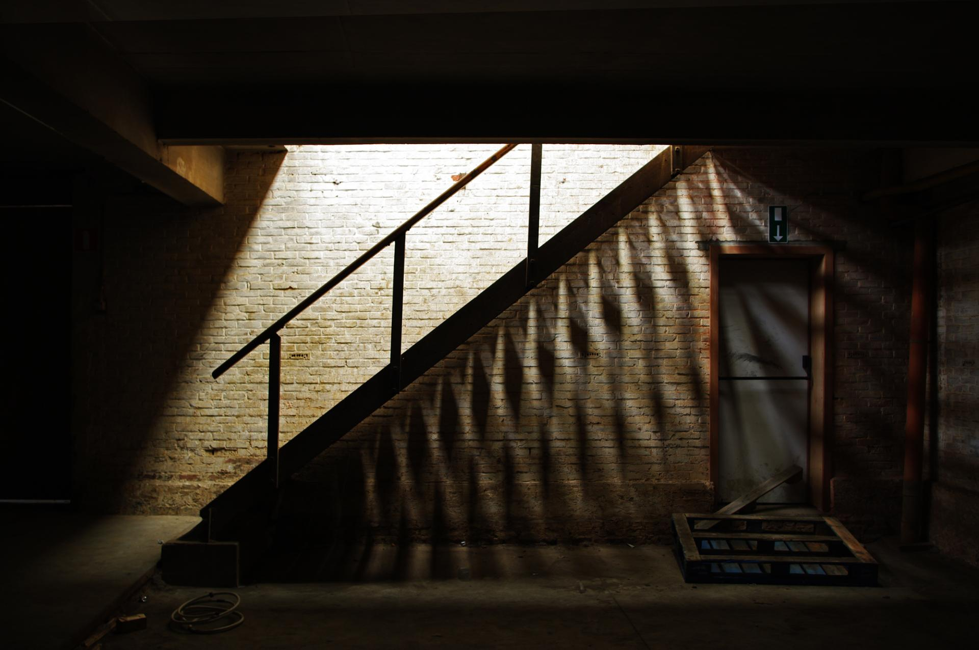 l'ombre de l'escalier
