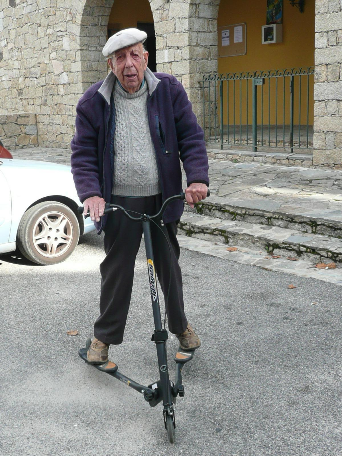 Monsieur de 101 ans. Il n'y a pas d'âge pour le sport !!!