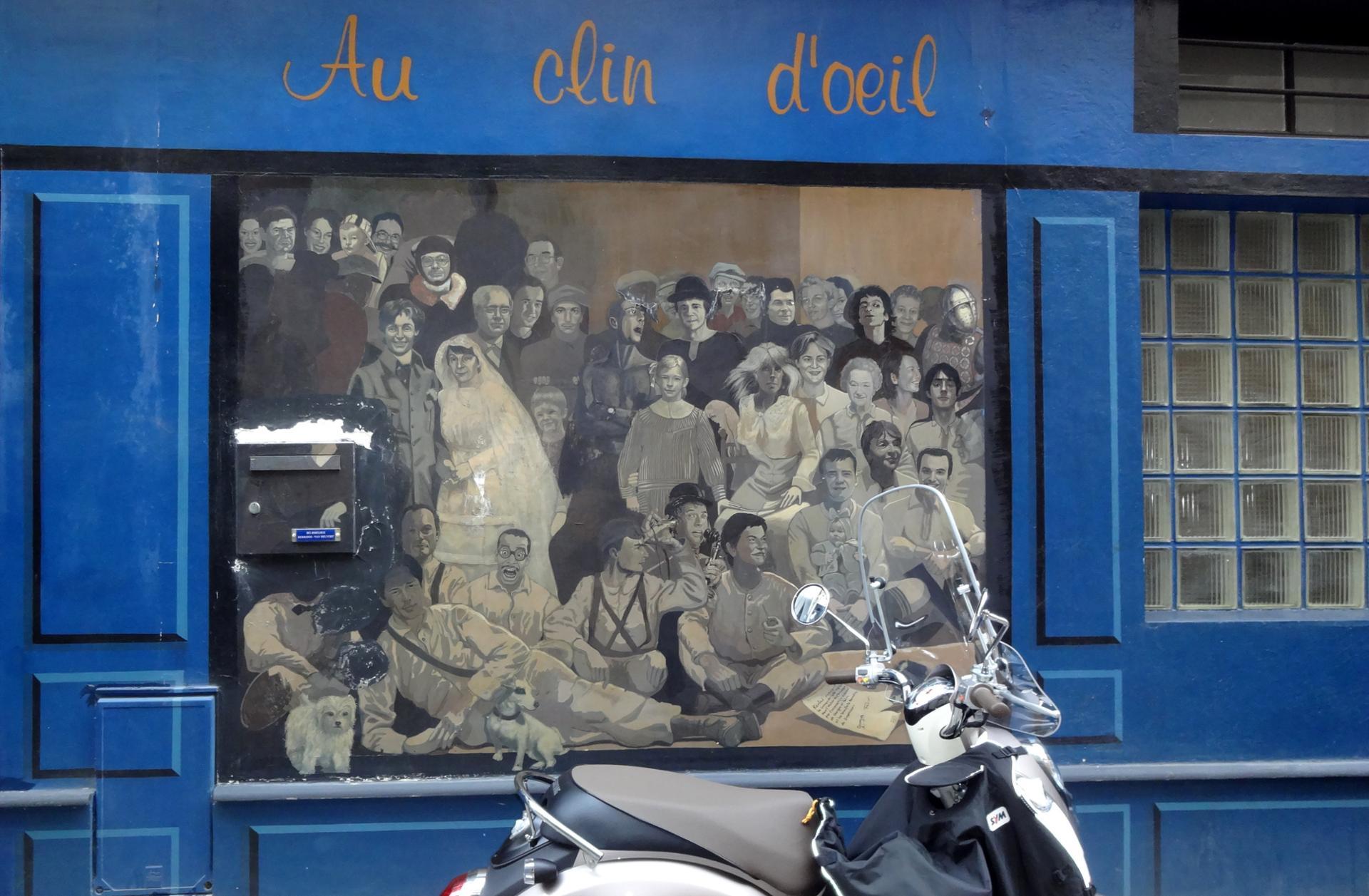 Dans un passage parisien