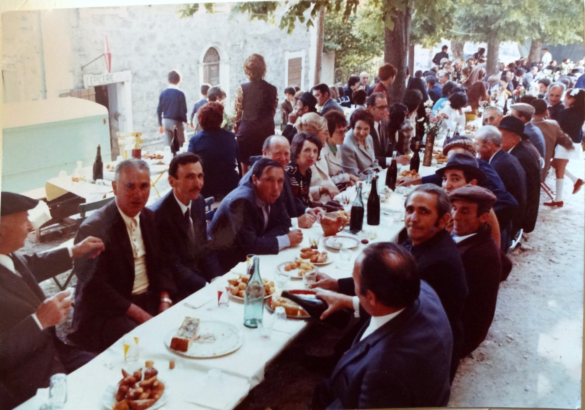 Fête de mariage au village années 1970
